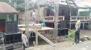 Proses pembongkaran panggung pesta pernikahan di Kabupaten Bantaeng.