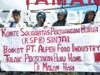 Spanduk aksi KSPB di Taman Karampuang, Jalan Persatuan Raya, Kabupaten Sinjai, Sulsel. Rabu, (18/3).