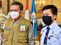 Penyerahan masker di Rujab Gubernur Sulsel.