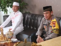 Kapolda Sulsel Irjen Pol Mas Guntur Laupe (kanan) bersama Ustadz Das'ad Latif (kiri) saat live di salah satu stasiun televisi swasta Indonesia pada Minggu (26/4/2020) petang dalam acara Ramadhan Kita.