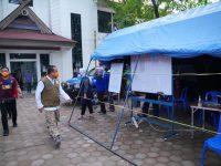 Wagub Sulsel Andi Sudirman Sulaiman sempatkan berkeliling di Posko Gugus Tugas Penanggulangan Covid Gowa meninjau persiapan penyaluran Bansos.