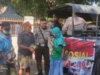 Satuan Sabhara Polres Bantaeng membagikan 108 paket sembago bagi warga yang berprofesi sebagai tukang becak dan penyapu jalanan di wilayah perkotaan Bantaeng.